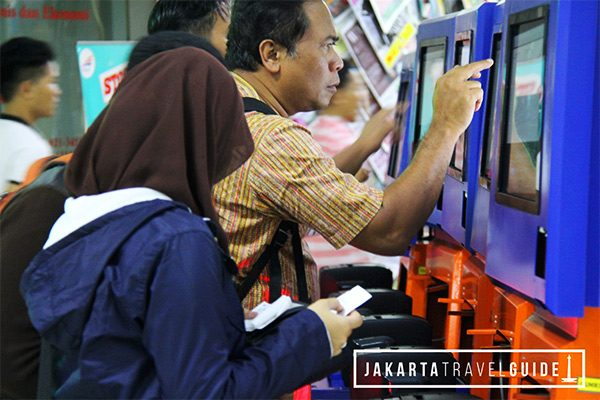 Buying-tickets-for-train-to-Bandung-from-Jakarta