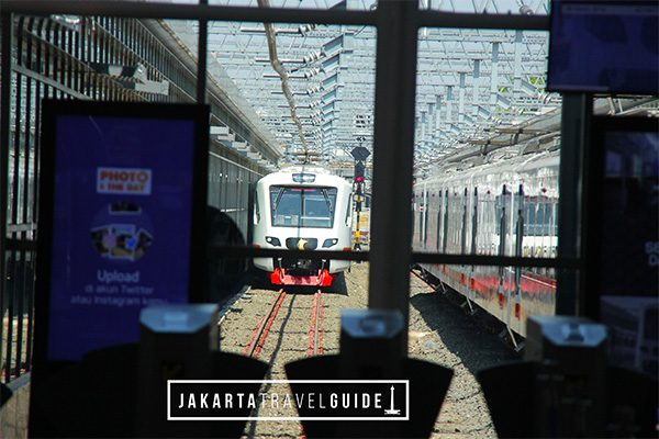 Train at Jakarta Airport-Railway Station. From here many passengers will travel to BNI City Station in Central Jakarta to access other forms of transportation such as the MRT.